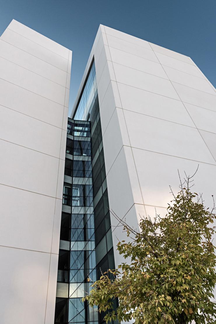 muro-cortia-TGSS-valladolid-lucernario-suspendido-fachada-riventi (14)