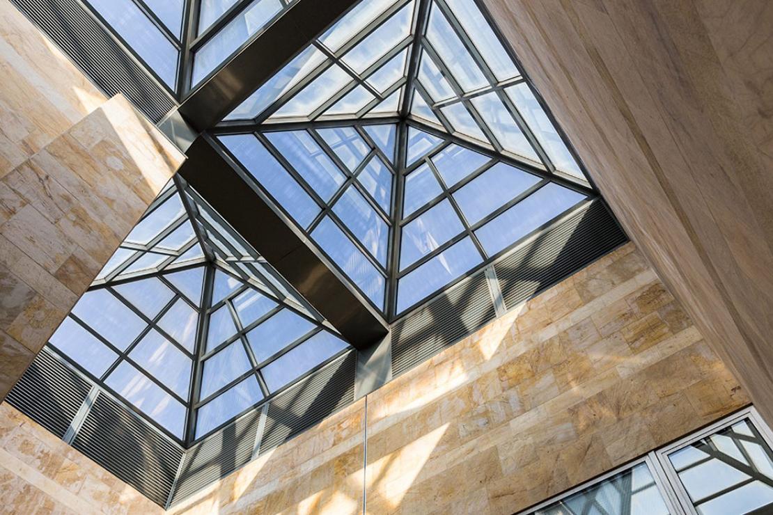 oficinas-telefonica-dictel-ramon-cruz-madrid-muro-cortina-lucernario-riventi (1)