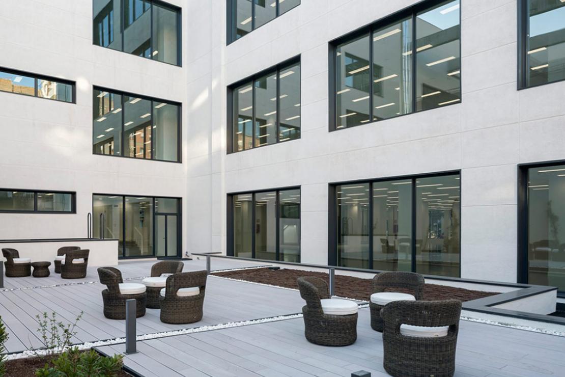 oficinas-telefonica-dictel-ramon-cruz-madrid-muro-cortina-vidrio-curvo-doble-fachada-riventi (4)