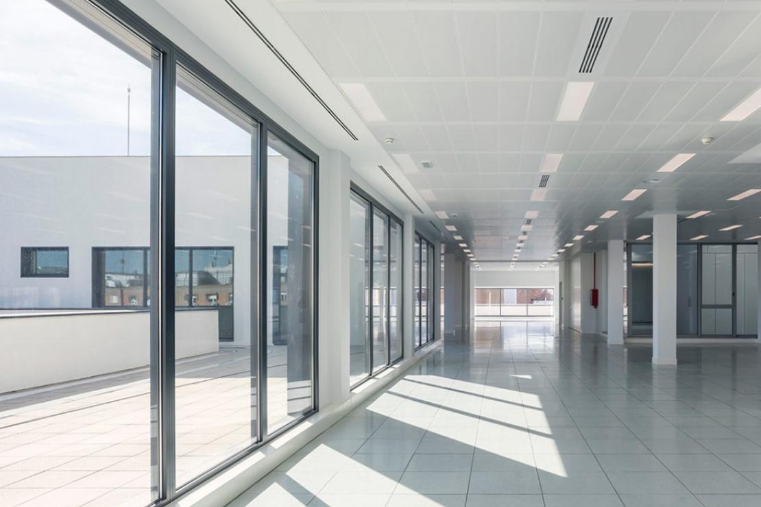 oficinas-telefonica-dictel-ramon-cruz-madrid-muro-cortina-vidrio-curvo-doble-fachada-riventi (5)