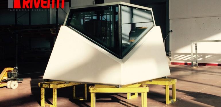 Muestra Muro Cortina Riventi R50SG y paneles GRC