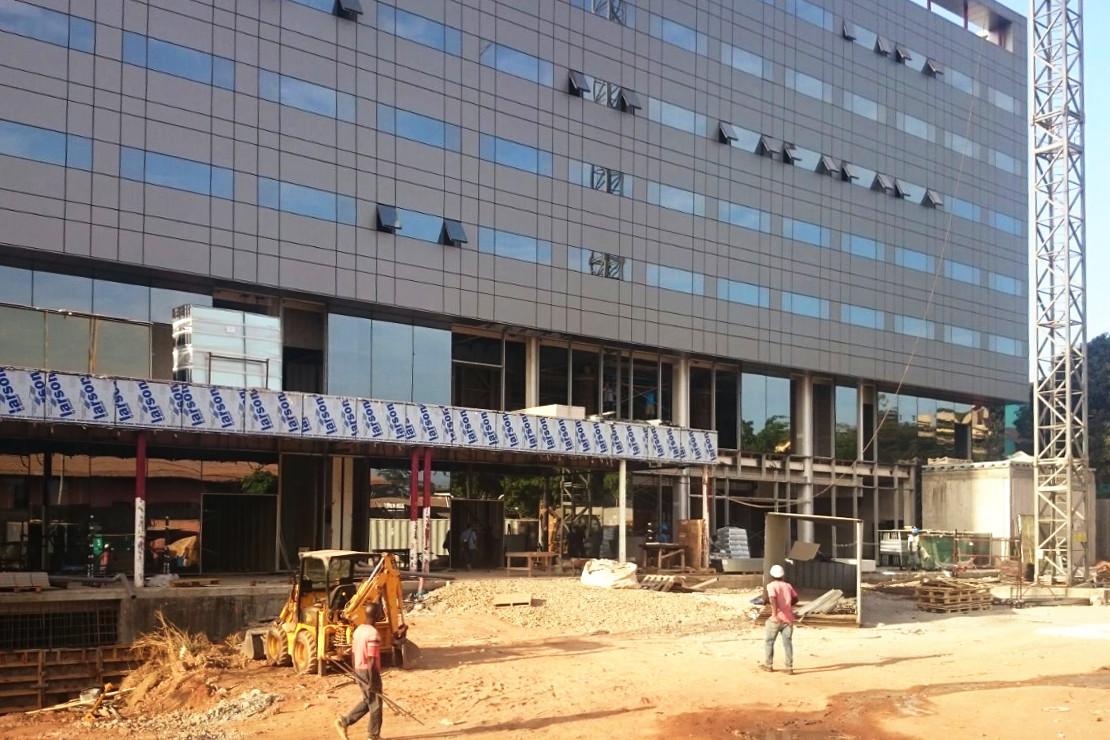 Fachada Muro Cortina Panel Aluminio HOTEL EN GUINEA RIVENTI_01