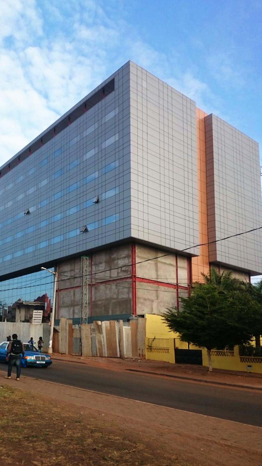 Fachada Muro Cortina Panel Aluminio HOTEL EN GUINEA RIVENTI_03