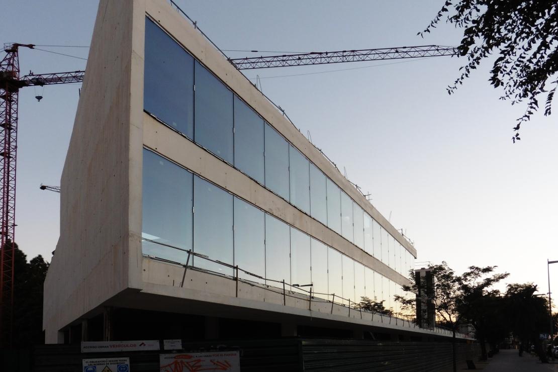 biblioteca-de-cordoba_riventi_03 Fachada Muro Cortina